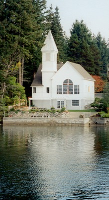 Click here to visit the Chapel on Echo Bay Website
